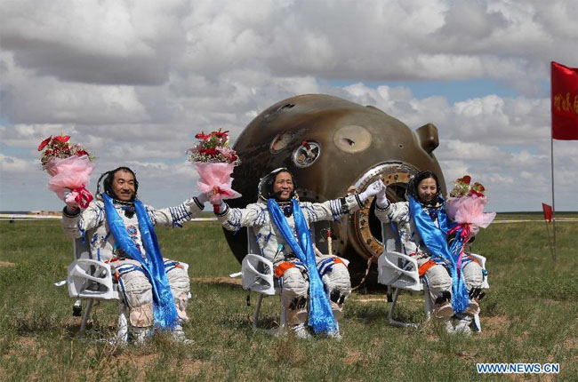 Chinese 'nauts return to Earth after vigorous space ...