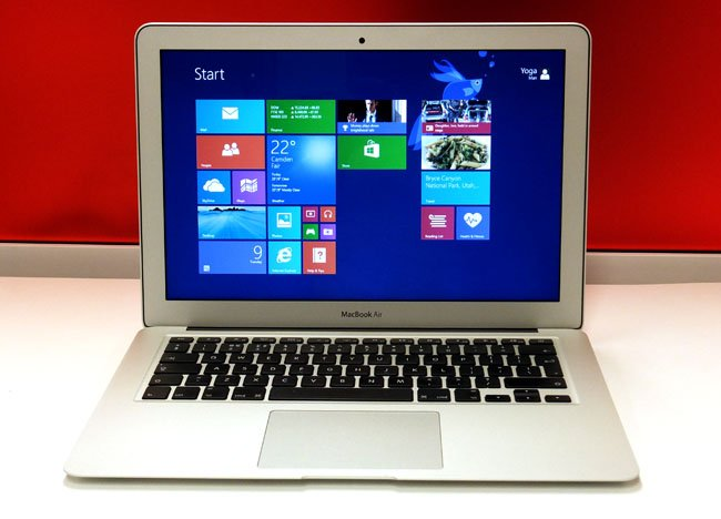 Apple MacBook Air 2013 with running Boot Camp and Windows 8.1 preview