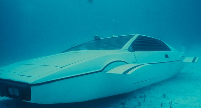 James Bond submarine Lotus Esprit car