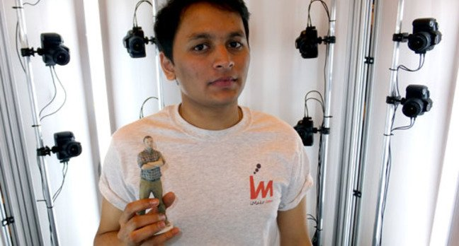 Pankaj Raut shows results of iMakr 3D printing booth