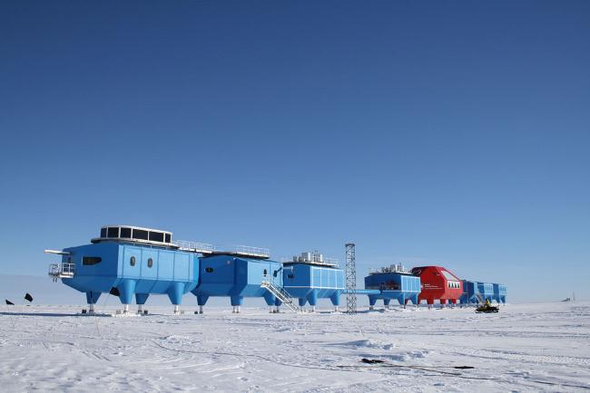Halley Research Station Antartica, photo British Antartic Survey