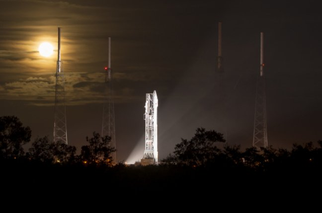 MAVEN sits on the launch pad the night before blastoff