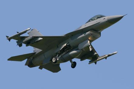 F-16 falcon fighter jet