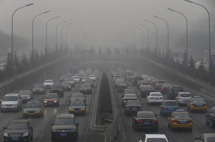 Traffic in Beijing during period of heavy pollution