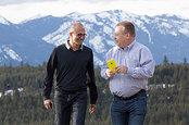 Photo of Satya Nadella and Stephen Elop