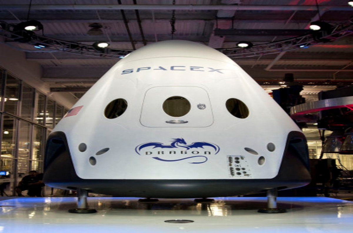 SpaceX 'Dragon V2' ROCKET PODULE can hover-land on Earth ...