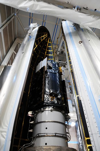 Encapsulation of OCO-2 ahead of launch
