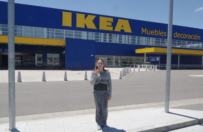Katarina outside IKEA in Valladolid