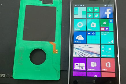 Nokia Lumia 830, showing removable battery