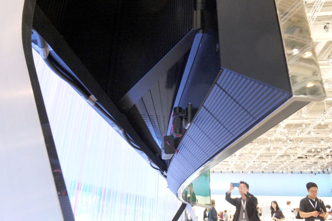 Samsung 5K 105-inch flexible TV underside