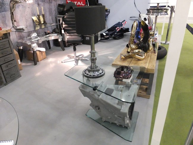 Gearbox cog lamp and gearbox housing table