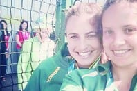 Queen Elizabeth photobombs members of the Australian hockey team at the Commonwealth Games