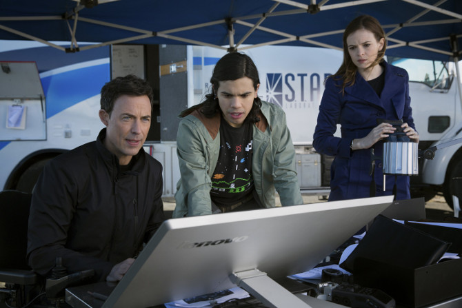 Dr Wells, Dr Snow and Cisco Ramon in The Flash