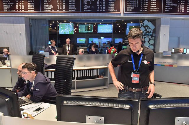 Scientists at ESA Mission Control look on nervously as Philae approaches the comet. Pic: ESA/J. Mai