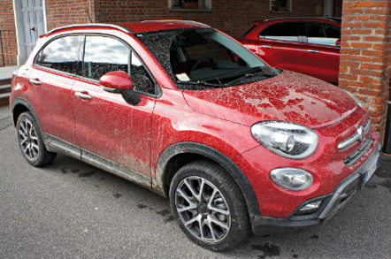 Fiat 500X covered in mud