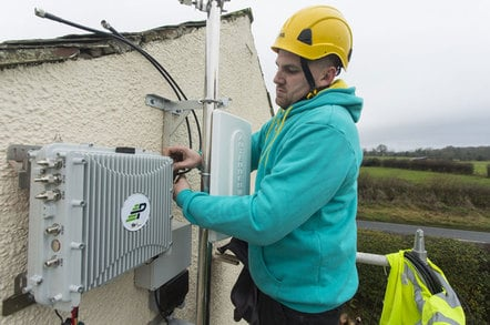 Paul Graham installs a Parallel Networks cell for EE in Cumbria