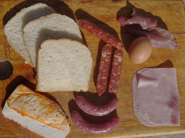 The Francesinha sandwich ingredients