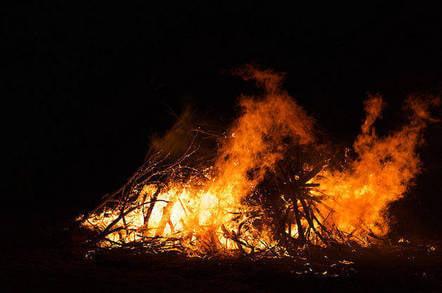 Bonfire. Pic: DiAnn L'Roy, Flickr