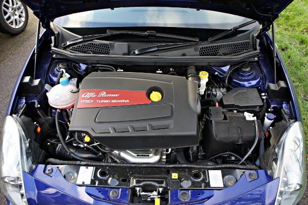 Hasil gambar untuk Alfa Romeo MiTo engine
