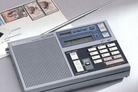 Sony ICF-7600D radio