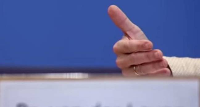 The thumb of the German Defense Minister