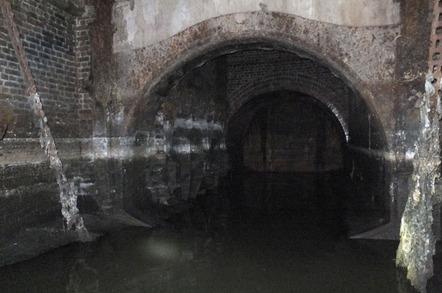 Die Wick Lane Drucktür steuert den Abwasserfluss durch die Rohre