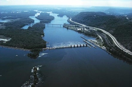 Mississippi River Lock and Dam number 7 with the I-90 Mississippi River bridge downstream. Image: Public Domain