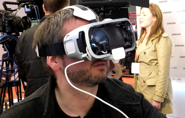 Samsung Gear VR headset needs a Samsung phone