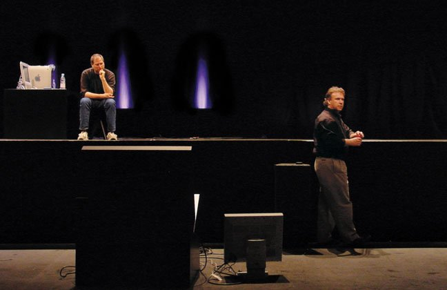 Technical hitch: rehearsals for MacWorld Tokyo 2001 – Jobs with Phil Schiller