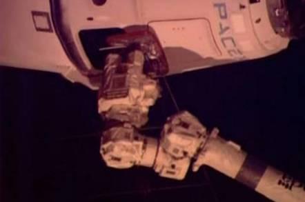 SpaceX Dragon docking
