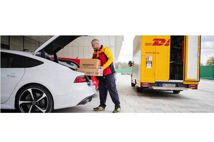 An Amazon.de parcel being delivered into an Audi thanks to keyless entry