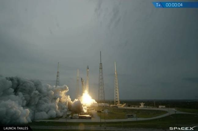 SpaceX in MONEY RING shot, no spare juice for tail backdown this time