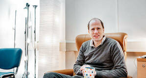 Bostrom drinking coffee. Image credit: Ken Tancwell under creative commons attribution-share alike 4.0 international licencelicence