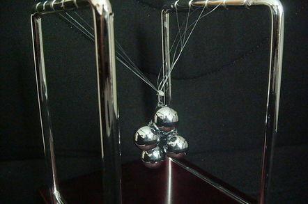 Newton's Cradle with balls tangled