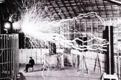 Nikola Tesla's fake lightning, Recuerdos de Pandora on Flickr CC2.0 license