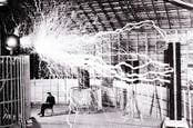 Nikola Tesla's fake lightning, Recuerdos de Pandora on Flickr CC2.0 license