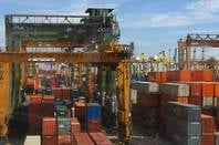 Containers_at_port