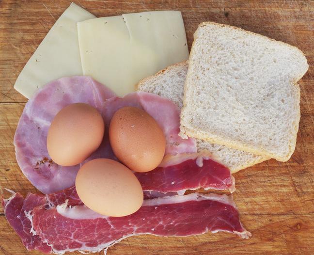 The ingredients for uitsmijter