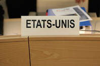 USA/ Etats-Unis sign by https://www.flickr.com/photos/us-mission/ CC 2.0 attribution noderivs https://creativecommons.org/licenses/by-nd/2.0/