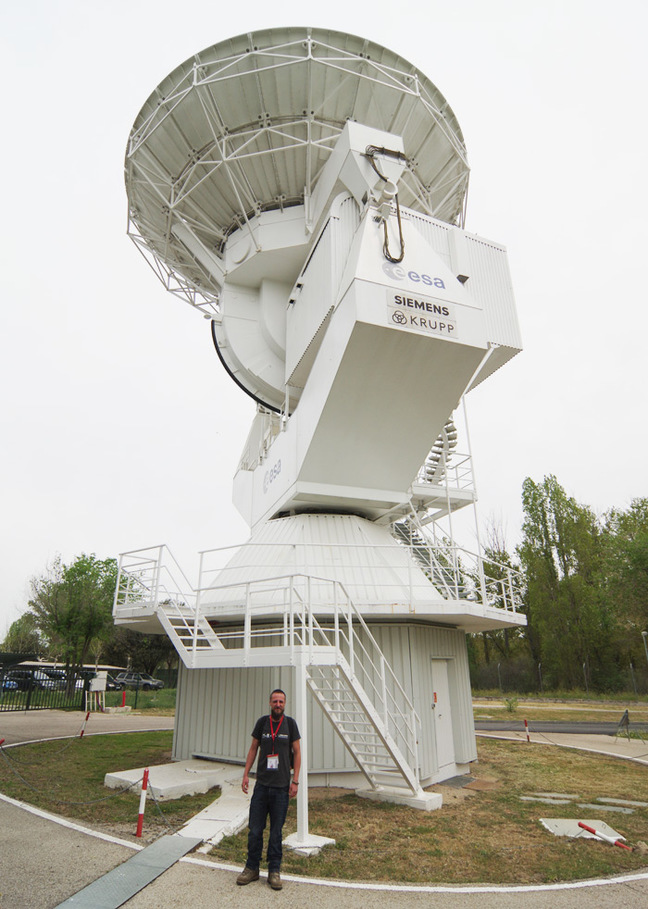 Another large antenna at ESA's Madrid facility