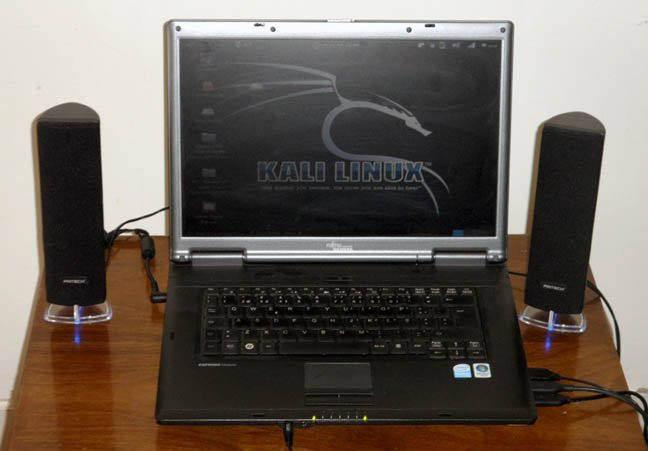 Fujitsu-Siemens Esprimo Mobile running Offensive Security's Kali Linux