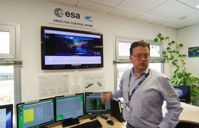 Jorge Fauste in the SMOS FOS Control Room