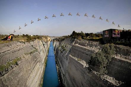 Jumping_Corinth_Canal