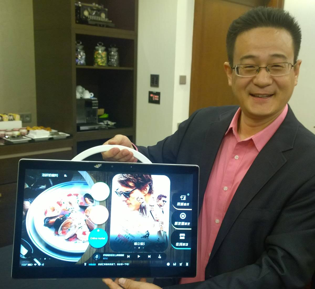 TCL's Dr Stan Hu with his 17.3