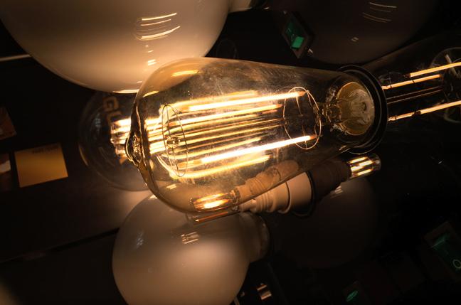 IoT worm can hack Philips Hue lightbulbs, spread across cities • The