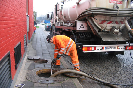emptying_a_tank_of_sewage_648