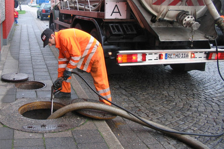 emptying_of_a_tank_of_sewage_648_v2