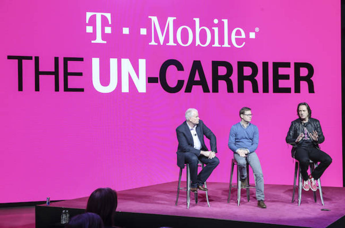 photo image FCC slams Verizon, AT&T over zero rating, gives T-Mobile US a hug