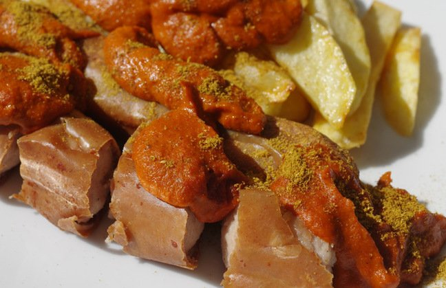 Close-up of the finished currywurst