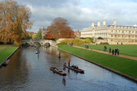 Cambridge Punting by https://www.flickr.com/photos/yudis-asnar/  cc.20 attribution generic